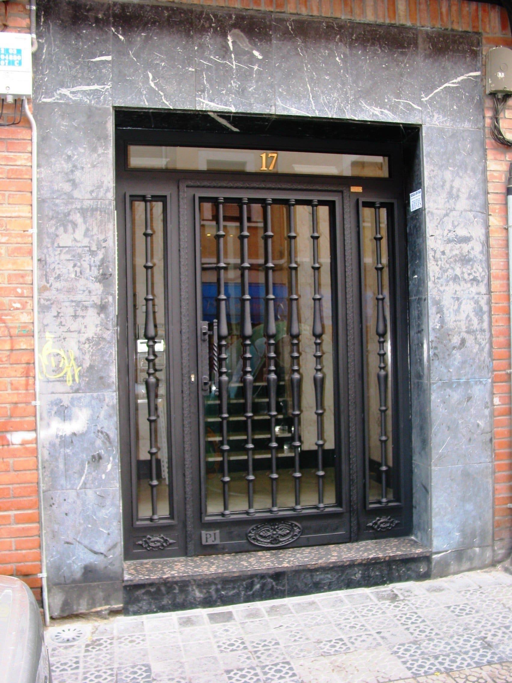 Borca persianas y cerramientos puertas para portales - Puertas para cerramientos ...