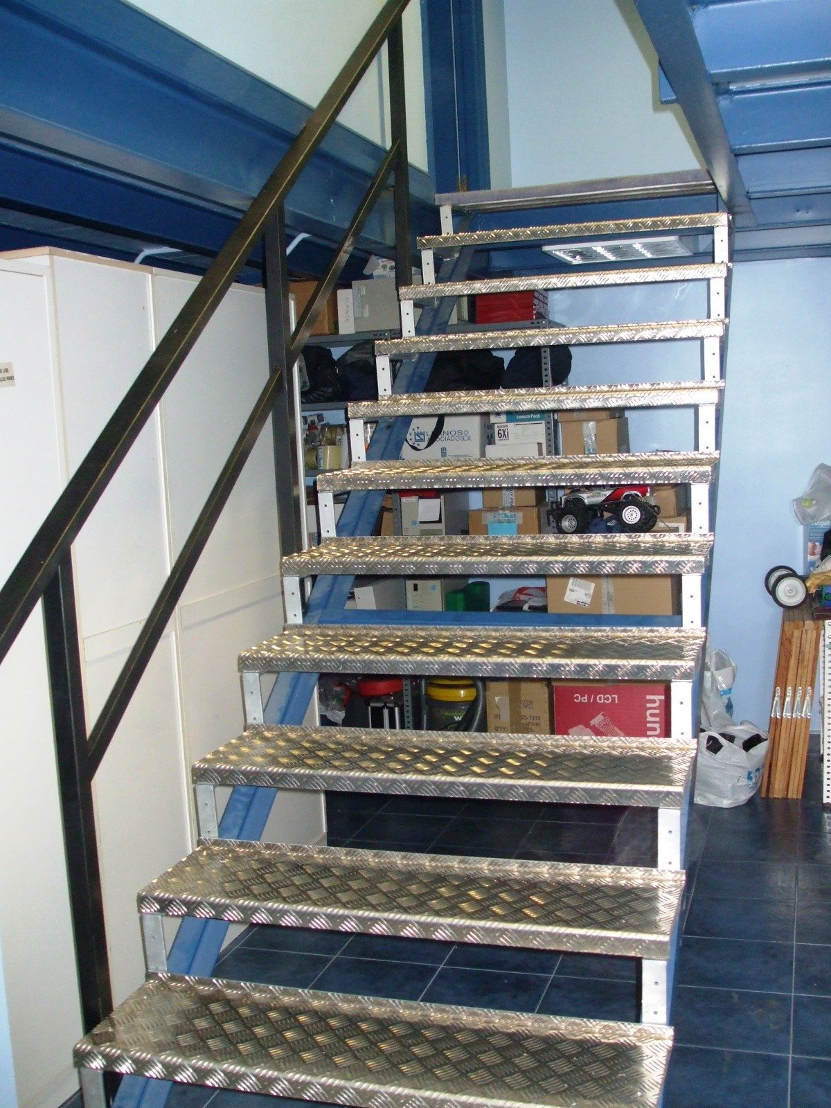 Borca persianas y cerramientos escaleras escamoteables for Escaleras escamoteables